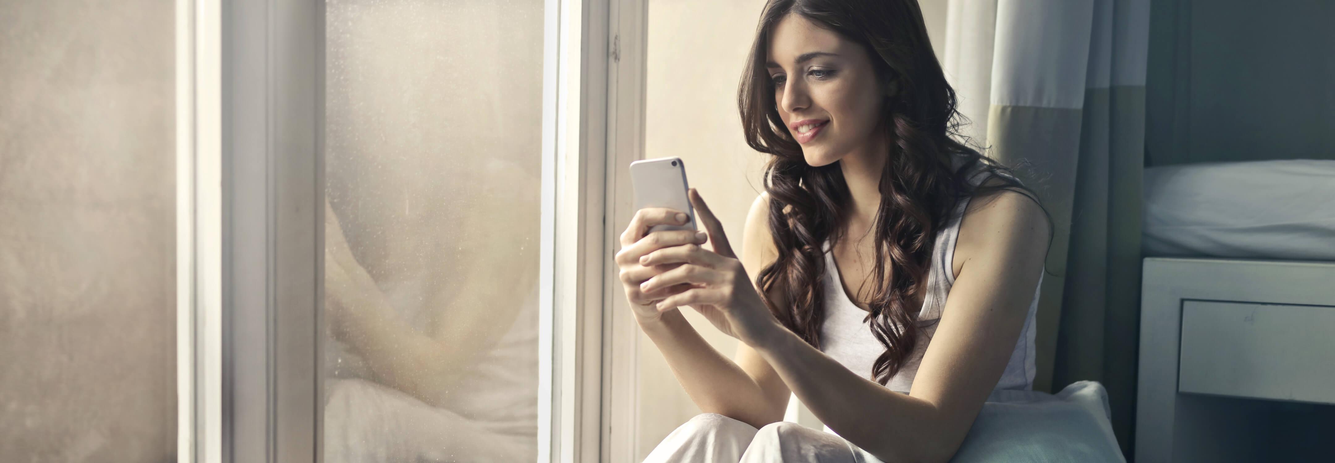donna in gravidanza consulta la app